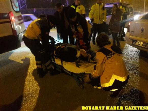 Bayan Sürücü Bayan Yayaya Çarptı 1 Yaralı