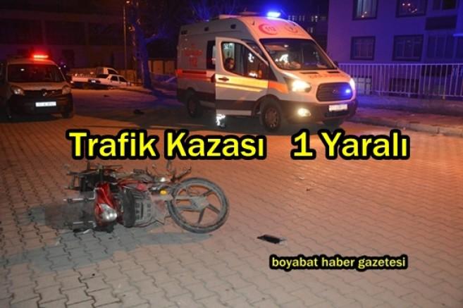 Boyabat'ta Otomobil Motosikleti Yüzlerce Metre Sürükledi 1 Yaralı