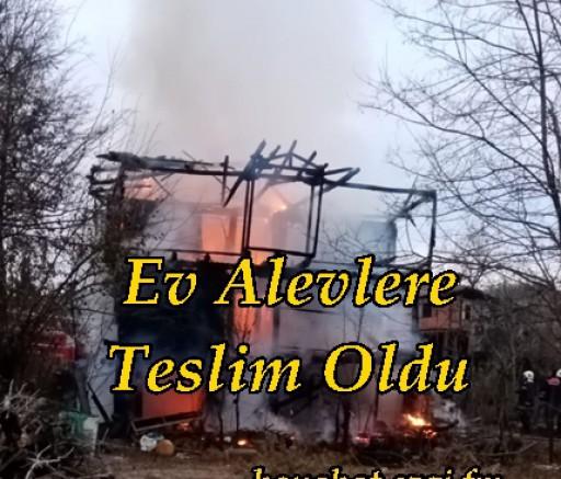 Cemalettin Köyünde Çıkan Yangında Yanan Ev Kullanılamaz Hale Geldi