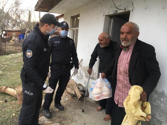 Durağan Polisi 65 Yaş Üstünü Evlerinde Ziyaret Etti